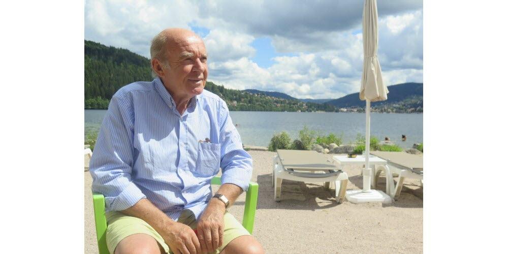 Olivier de Rincquesen sur la plage du Lido Gérardmer